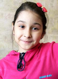 Аня Ахмедова, 7 лет, врожденное недоразвитие спинного мозга, требуется специальное лечебное кресло-коляска. 173066 руб.