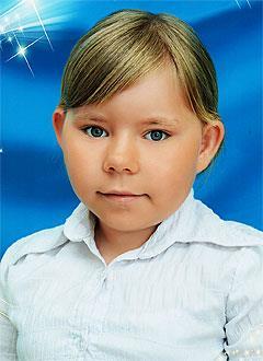 Настя Леонтьева, 8 лет, врожденный порок сердца, спасет эндоваскулярная операция, требуется окклюдер. 92768 руб.