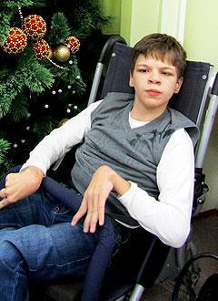 Саша Кривушин, 16 лет, детский церебральный паралич, спастический тетрапарез, требуется инвалидная коляска. 316820 руб.
