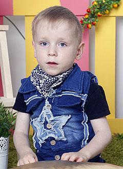 Никита Захаров, 6 лет, детский церебральный паралич, косолапость, требуются ходунки. 126077 руб.