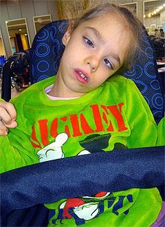 Саша Алтынова, 7 лет, детский церебральный паралич, эпилепсия, требуется лечение. 199430 руб.