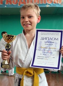 Саша Волжаков, 11 лет, врожденный порок сердца, спасет эндоваскулярная операция. 396014 руб.
