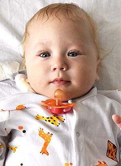 Сёма Чернышев, 1 год, синдром короткой кишки, требуется парентеральное (внутривенное) питание на полгода. 1308406 руб.