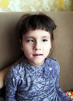 Алина Шагиморданова, 7 лет, детский церебральный паралич, требуется специальное кресло-коляска. 174682 руб.