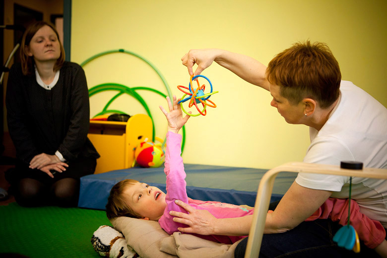 6. Не существует ребенка, которому нельзя помочь. Даже самый тяжелый ребенок способен к минимальным движениям, которые можно развить