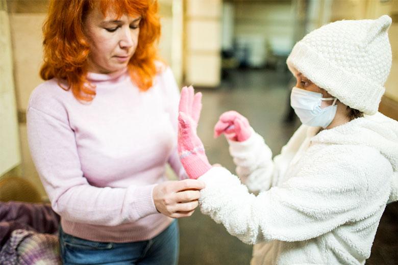 Как Алена ни заботится о защите от холода и сырости, дочка часто простужается